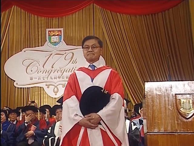 頒授名譽博士學位何大一博士